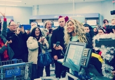 Beyonce all smiles at walmart