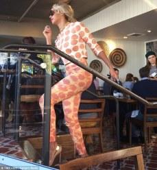 Beyonce at vegan cafe