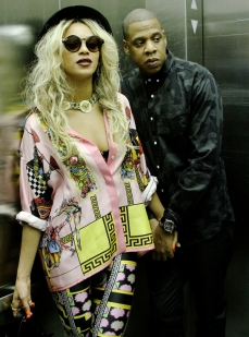Beyonce rocks Versace Versace Versace!
